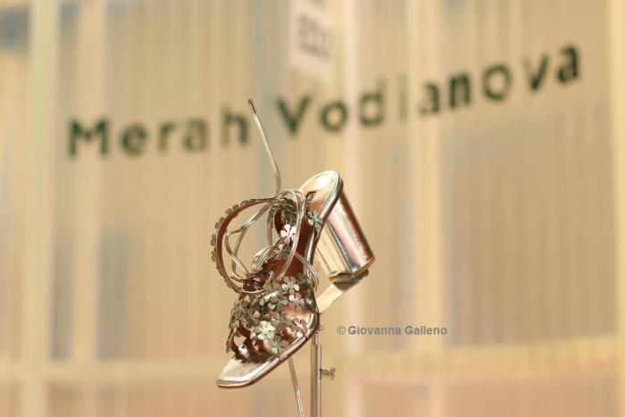 Merah Vodianova MICAM86 - zapatos plateados Photo by Giovanna Galleno